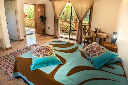 KAHINA LODGE BNB HINENAO ROOM GOOD LOCATION