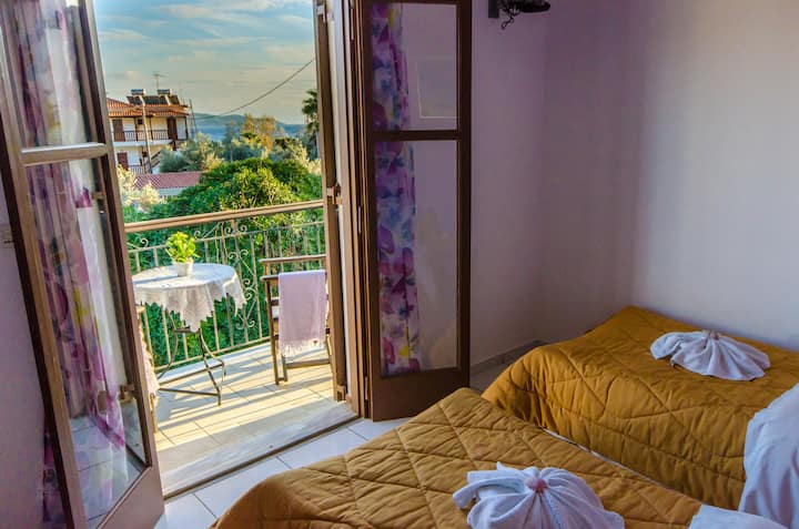 """MARIA SS"" Comfortable rooms near the beach!"