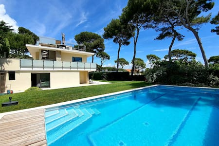 MODERN VILLA CAP D'ANTIBES WITH PANORAMIC SEA VIEW
