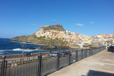appartamento con vista mare e panorama castello - House