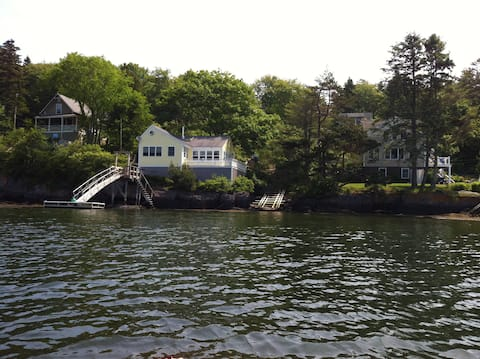 Waterfront Cottage on Kennebec with views and dock