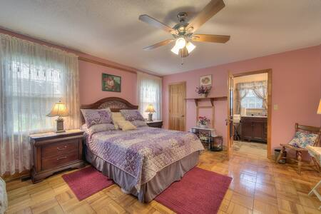 Cozy Guest Suite-Near McLeod Hospital & I-95