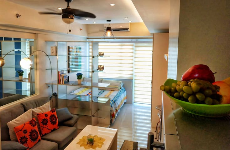 Deluxe Condo Unit at the Heart of Makati City