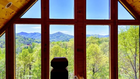 Majestic Mountain View; Hot Tub; Secluded; Upscale