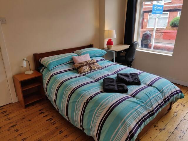Lovely Room nr Manchester City ctr