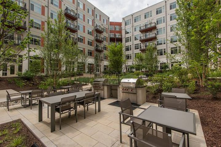 Luxurious 2 Bed & 2 Bath with Great Balcony!
