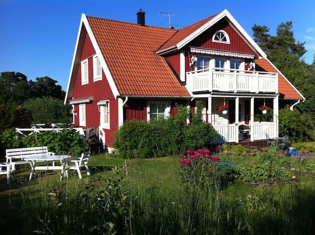 Lantidyll nära Stockholm - Upplands Väsby - Maison
