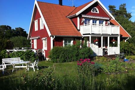 Lantidyll nära Stockholm - Upplands Väsby - 独立屋