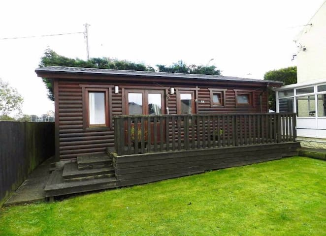 Central cabin ideal for exploring Pembrokeshire