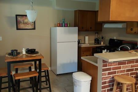 Casa Alvarez / 3bdrm 1.5bath remodeled home . - 休斯顿
