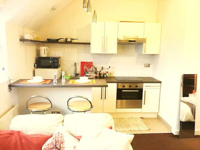 Cosy Studio next to station and city centre