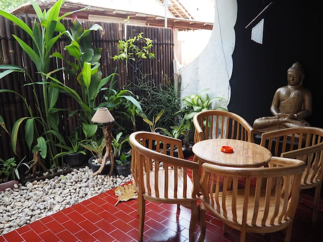 Double room in a mix couple house - Mantrijeron - Rumah