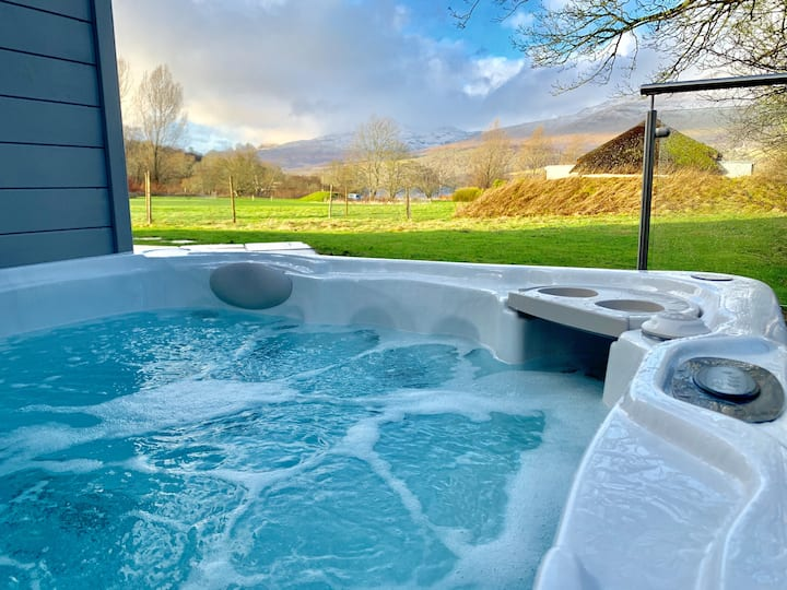 Fern Cottage with private hot tub
