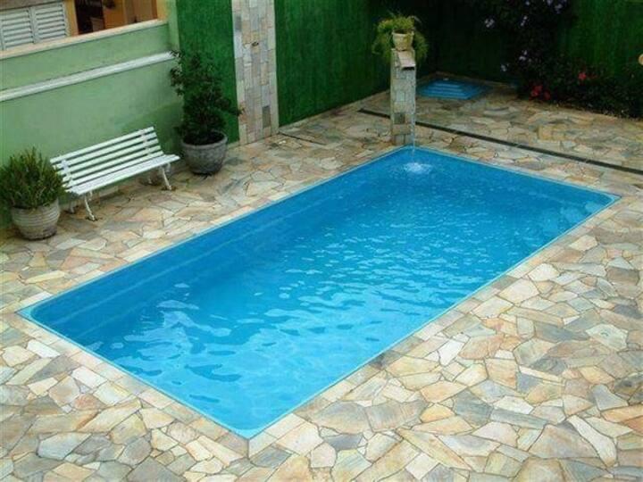 Ampla residência com piscina.