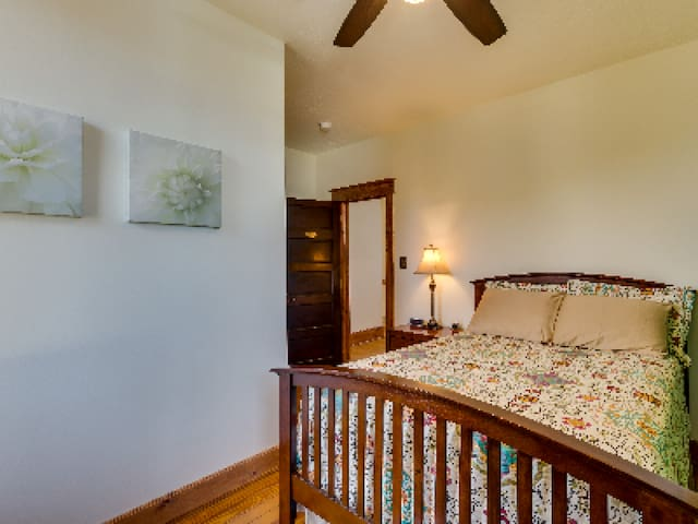 Double room-Private Bathroom-Economy-Dogwood