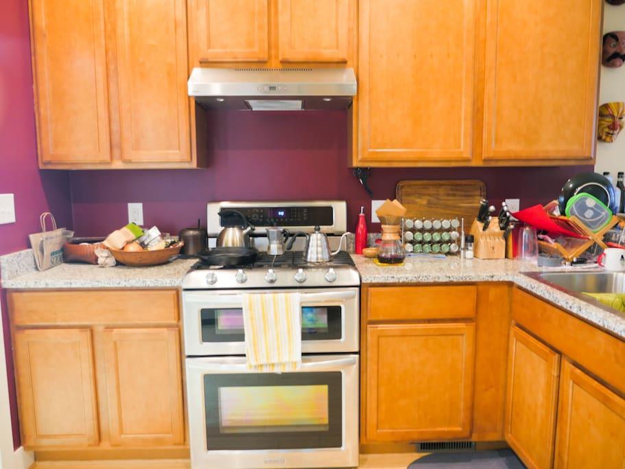 Full kitchen, gas stove