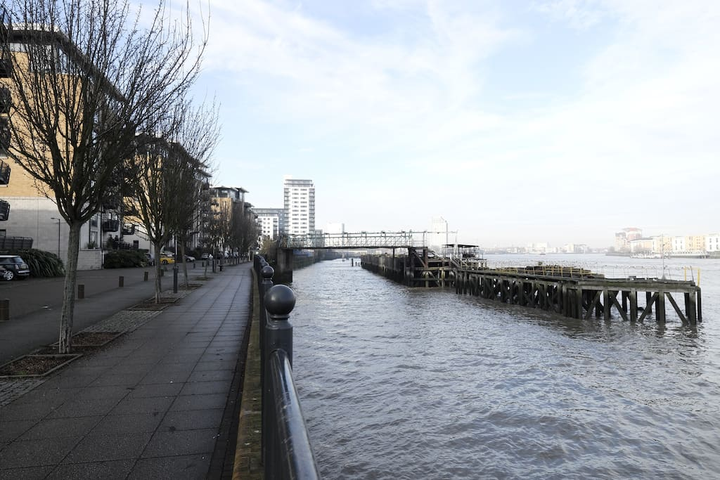 River Thames walk and cycle path