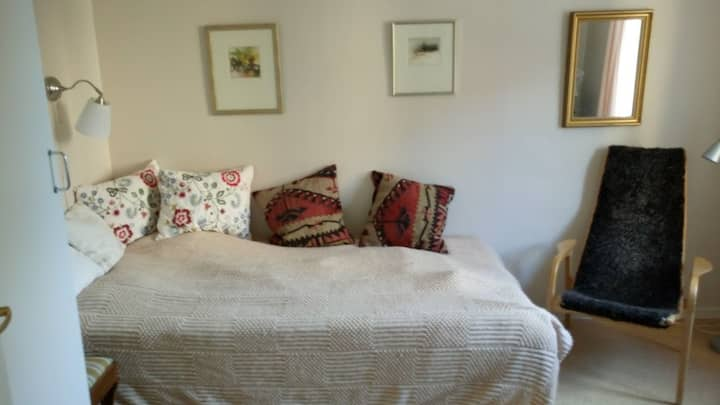 Nice room in quiet central street for female