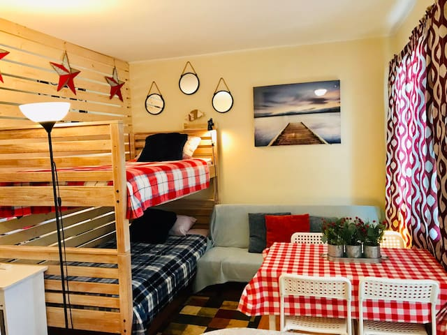 Eco Studio/2 miles to Beach/Sleeps 5/WiFi/BBQ/11