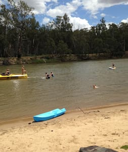 Murray River is 5minutes away - House