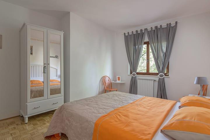 Private Room Orange
