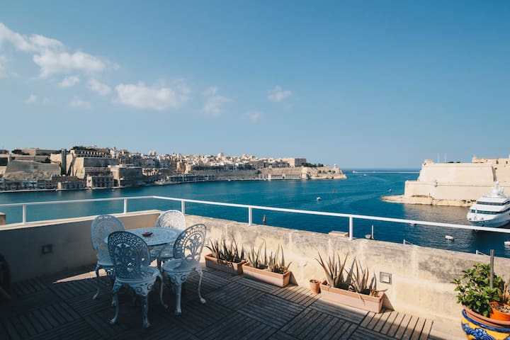 Serviced Comfort and Valletta Views