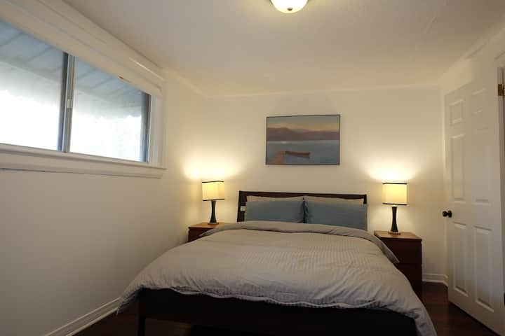 Double BR w Queen Bed, near UP Express/ GO Station