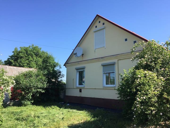 Дом 100 км от  центра Киева
