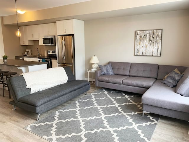 Executive Lakeview Town Home