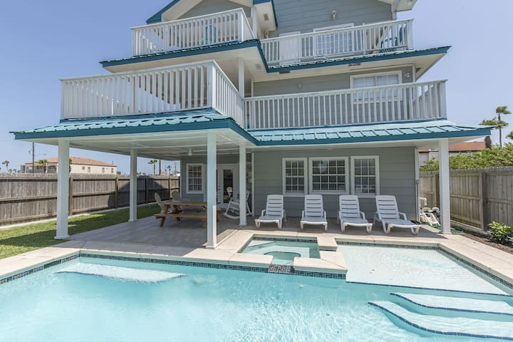 4300SF House, Private Balconies,Large Heated Pool & Hot Tub, Bay view/Sunset!
