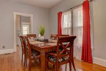 Dinning room table that seats 6.