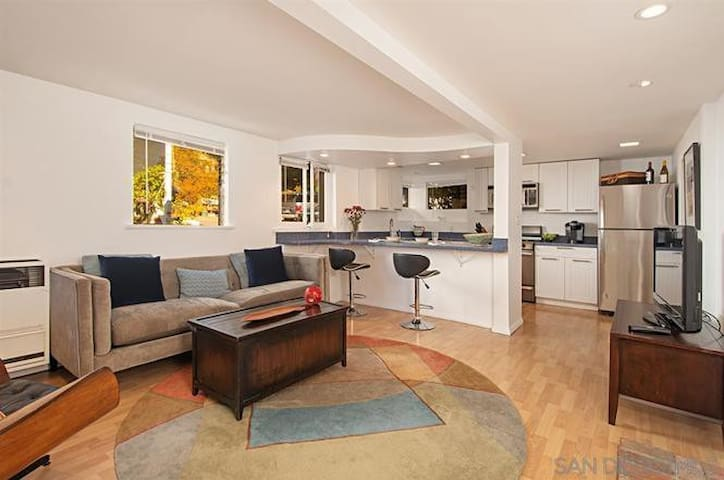 Private Centrally Located Apt. in Mission Hills