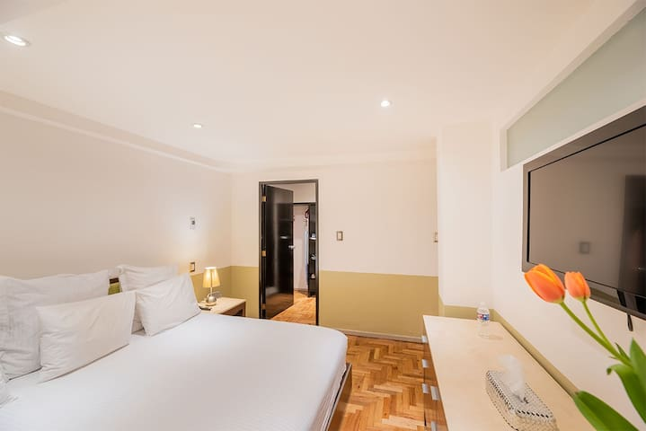Beautiful Single Room Apartment with Full Services