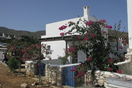 Traditional house in Paros - Lolantonis beach