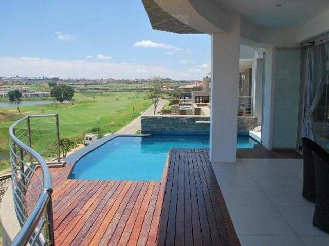 Modern  3 story home on golf course - Roodepoort - Hus