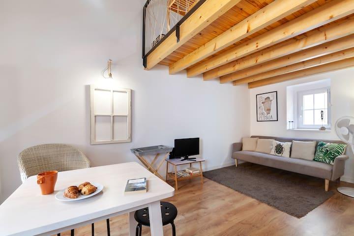 Mezzanine Studio in Belém w/ Cool Wood Touches