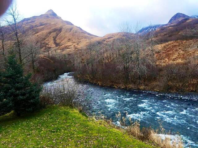 Natures paradise Riverfront lodging