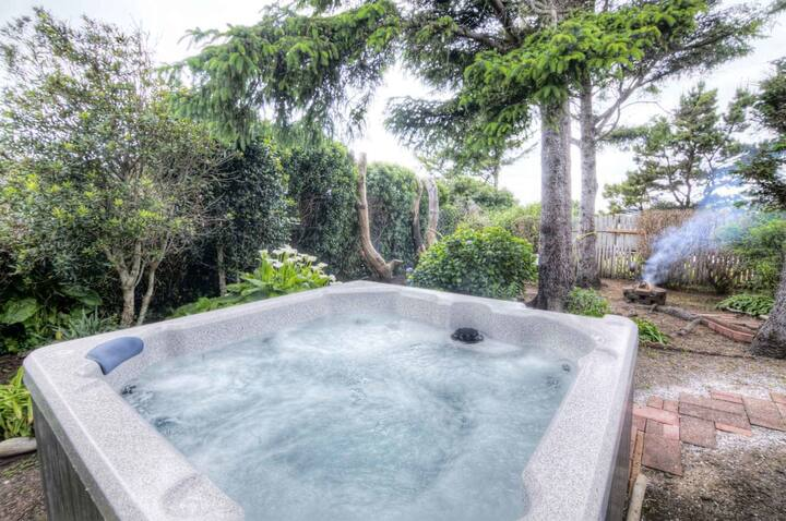 In Yachats! Hot Tub & Dog Friendly! Game Room!