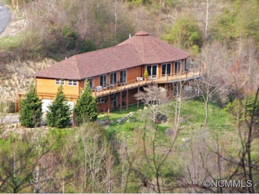 Big (huge) house, long range views, Cold Mtn and Mt Pisgah