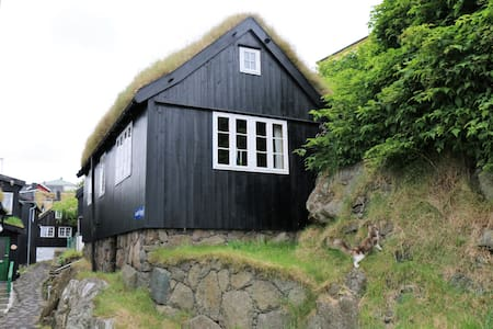Cosy house in old Tórshavn with a view to Tinganes - Tórshavn - House