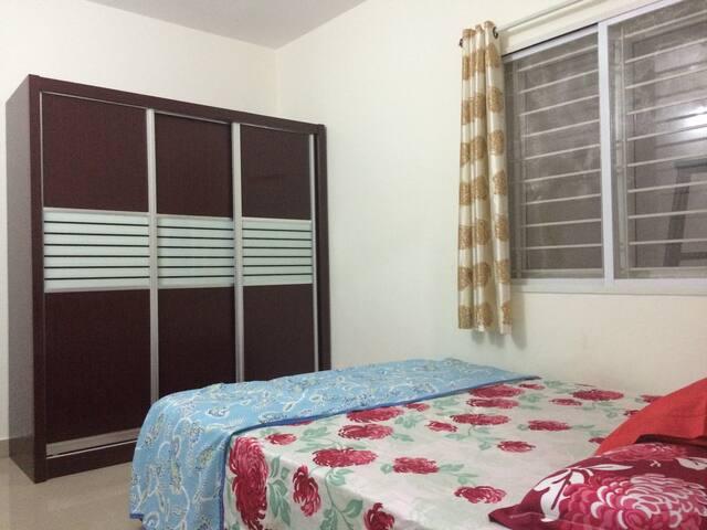 Bedroom2View2