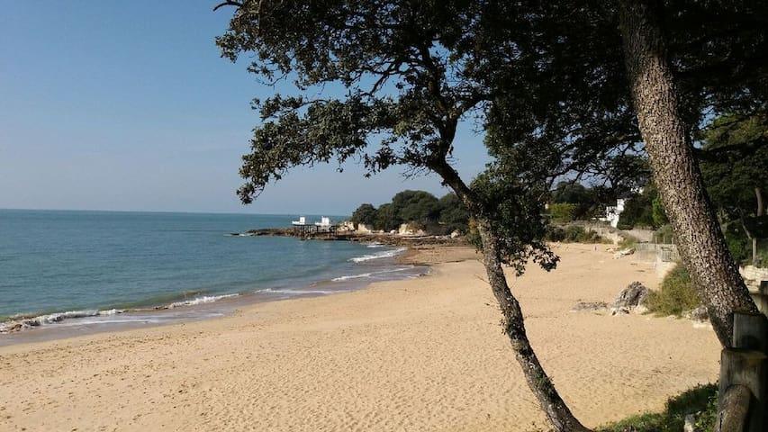 Studio refait à neuf, vue mer, résidence privée