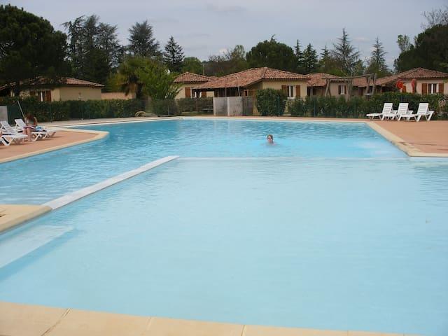 Maisonnette avec piscine au cœur de l'Ardèche - Vallon-Pont-d'Arc - House