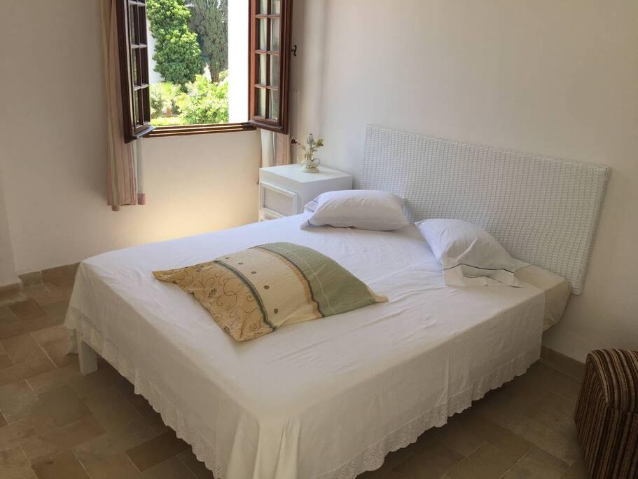 lit double a la chambre des parents