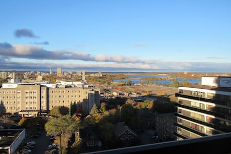 Small, open apartment located on the 16th floor. Central location is convenient for public transit and experiencing the center-town neighbourhood. Artsy bars and restaurants are within walking distance, as well as parliament and the Ottawa river.