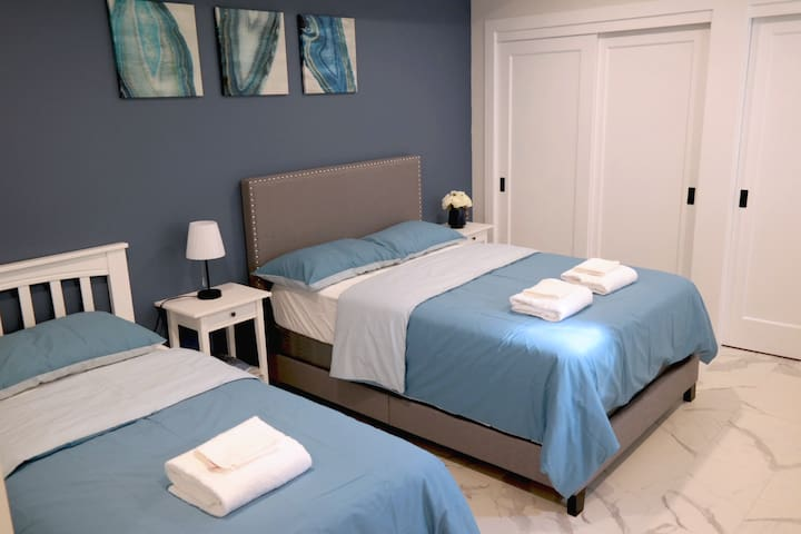 Blue Comfortable Suite Room 1 (2,3,4)