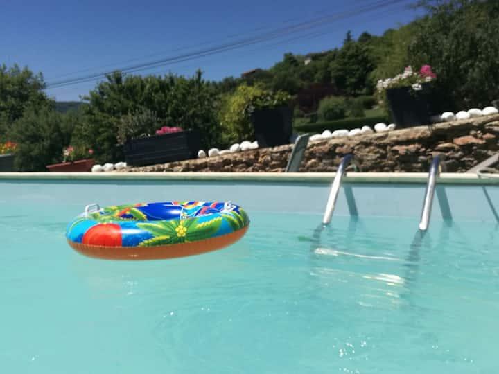 Chambre au calme dans villa piscine  et spa