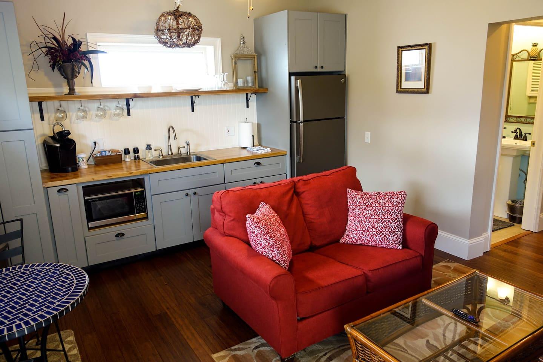Open Floor Plan Living Room, Breakfast Area & Kitchen