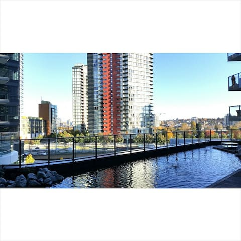 NEW YALETOWN 1 B/R - A/C, POOL, & PRIVATE DECK! - Vancouver - Apartamento