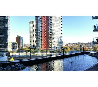 NEW YALETOWN 1 B/R - A/C, POOL, & PRIVATE DECK! - Vancouver - Wohnung